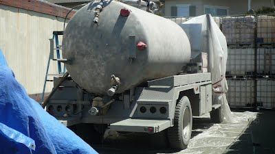 Tank truck blasted before painting